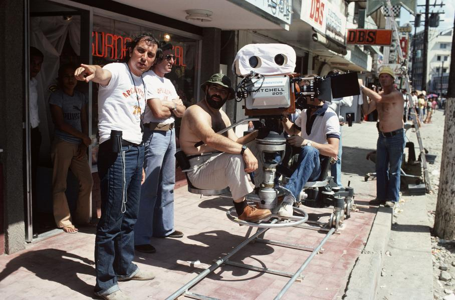 Francis Ford Coppola filmando una escena de Apocalypse Now (1979)