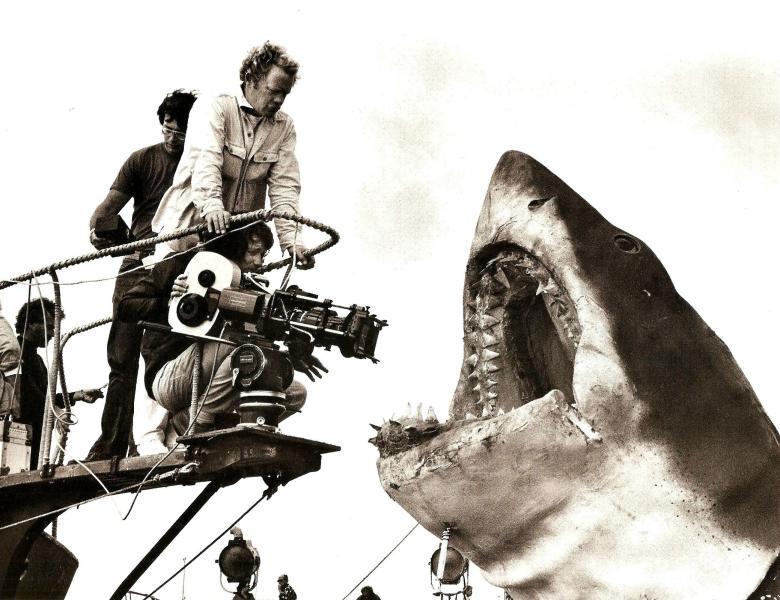 Steven Spielberg filmando una secuencia de Tiburón (1975)