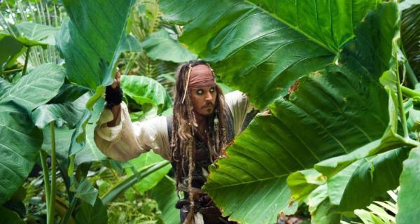 Piratas del Caribe: Navegando Aguas Misteriosas Trailer